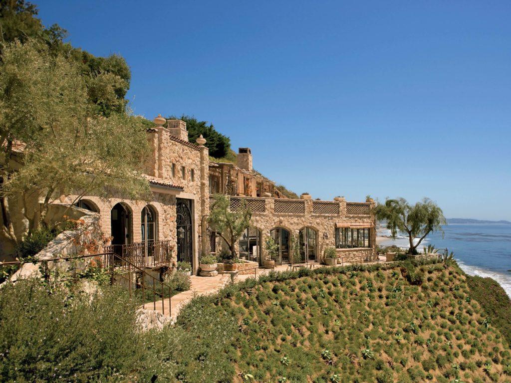 Mary E. Nichol's Dalla's Guesthouse