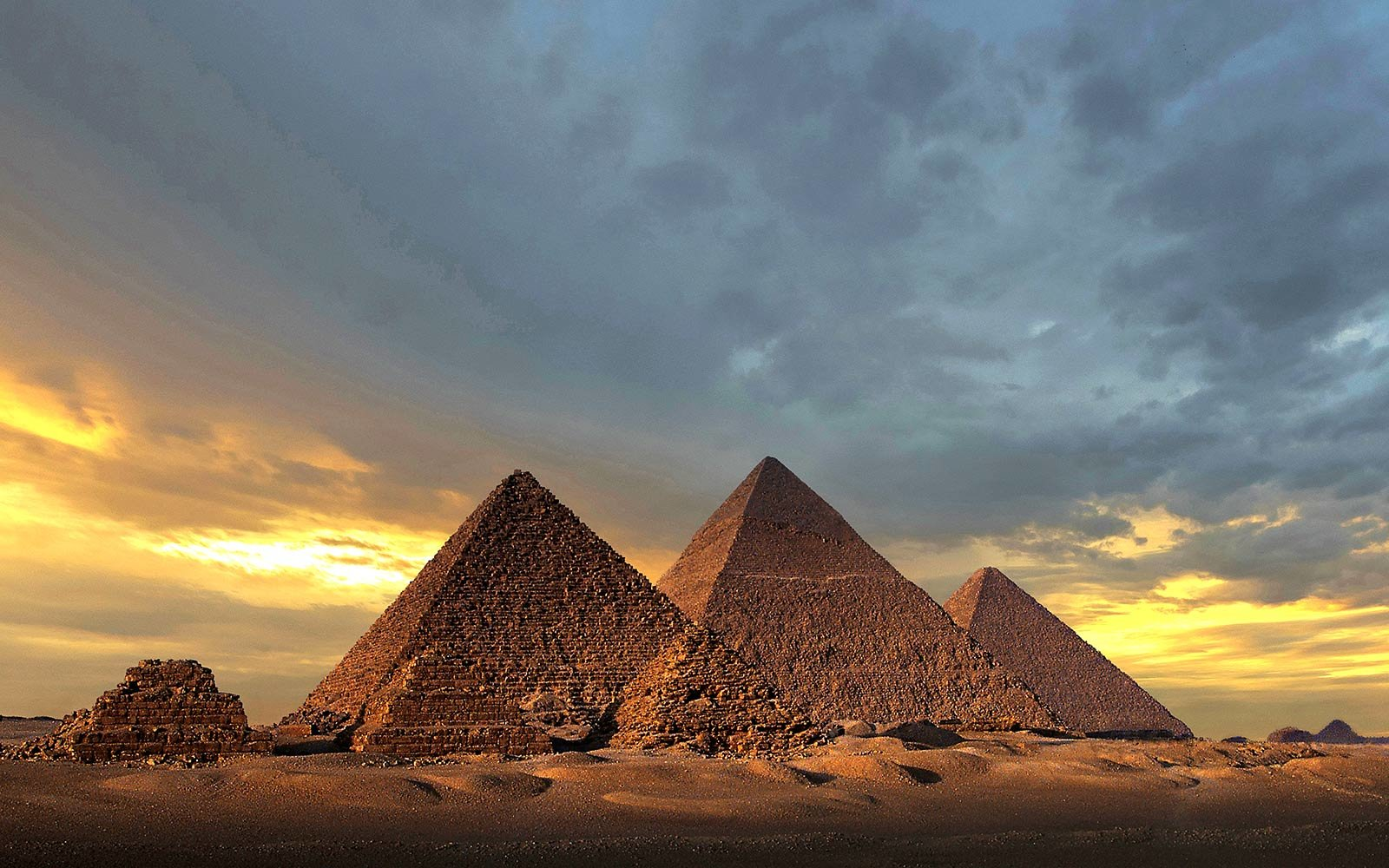 Seven Wonders Of The Ancient World - Pyramids Of Giza