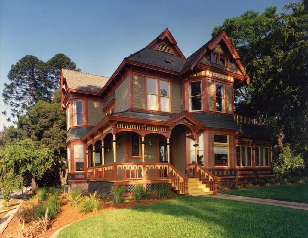 Folk Victorian style house