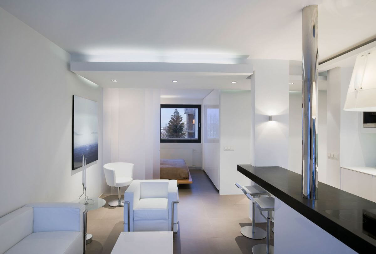 effective lighting in studio apartment