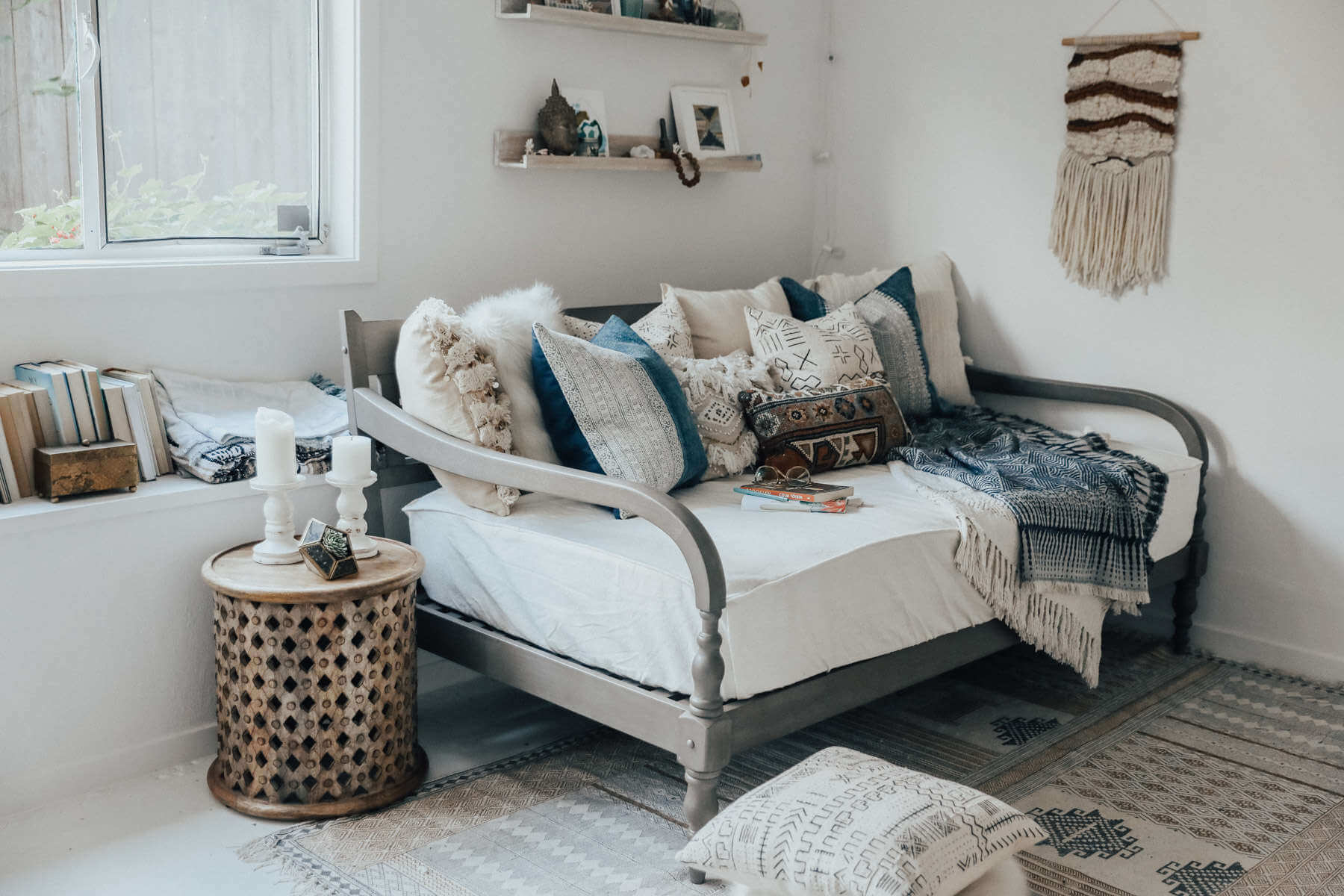 bed into daybed