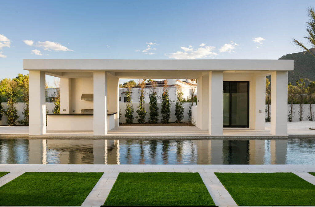 Tour Kliff Kingsbury's House: A Peaceful, Art-Filled Home in Paradise Valley