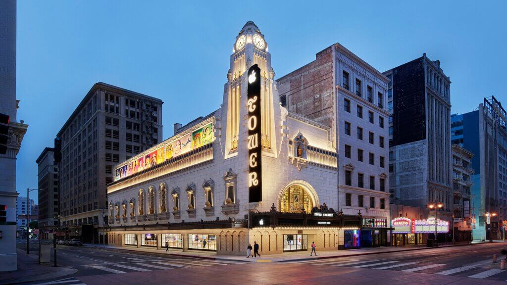 Apple Tower Theatre by Foster + Partners Opens Up in Downtown La, Premiering New Technology in a Historic Theatre