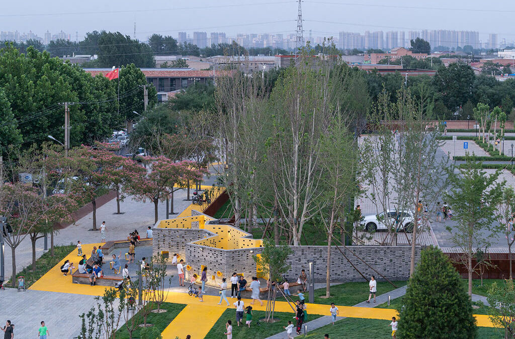 """An Assemblage of """"Urban Chambers"""": Songzhuang Micro Community Park by Crossboundaries"""