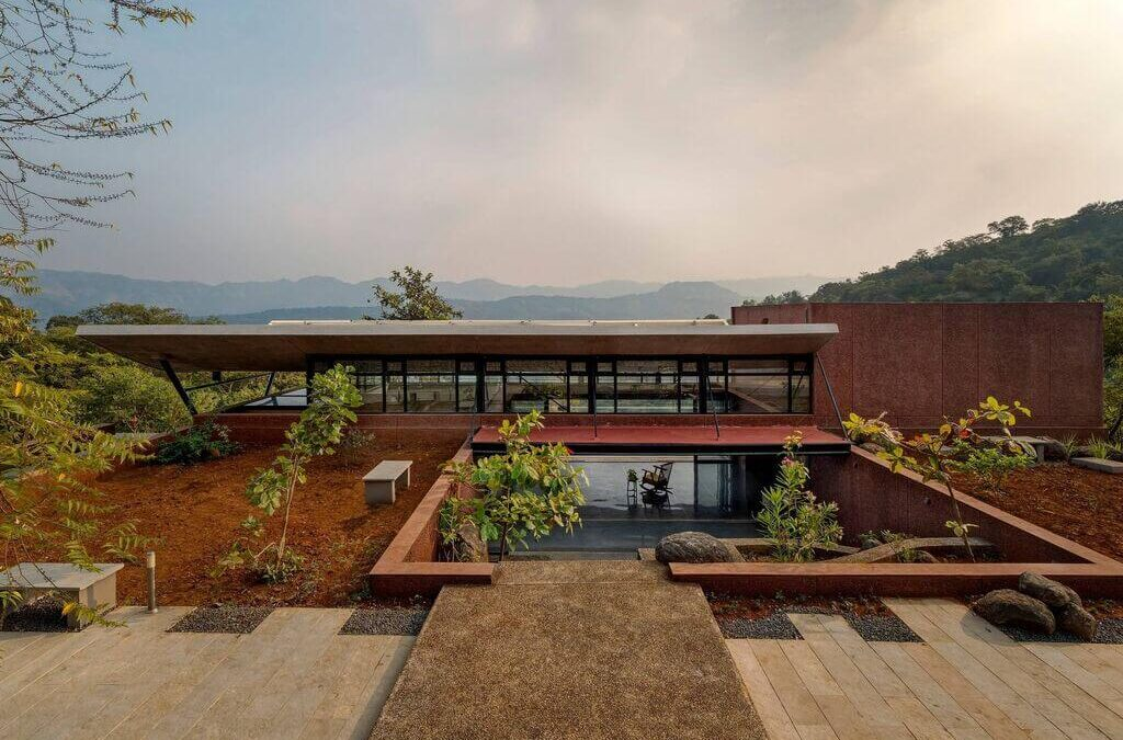 The Cove House: A Palatial Beauty in The Mountains of Pune, India