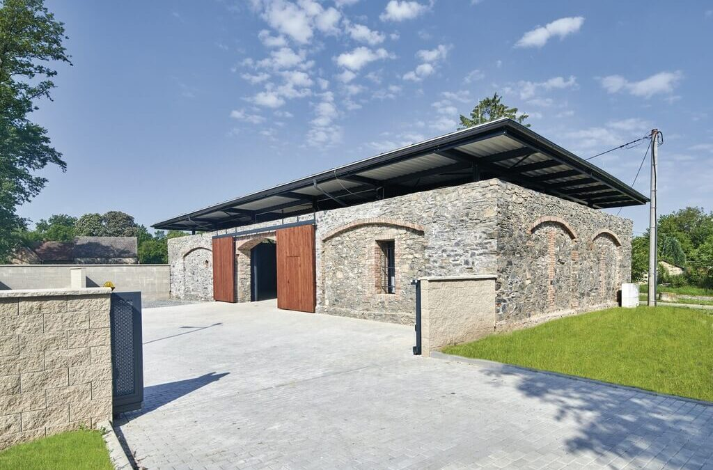 Stodola 21 Renovation by DOMYJINAK Architects: Economically and Environmentally Sustainable