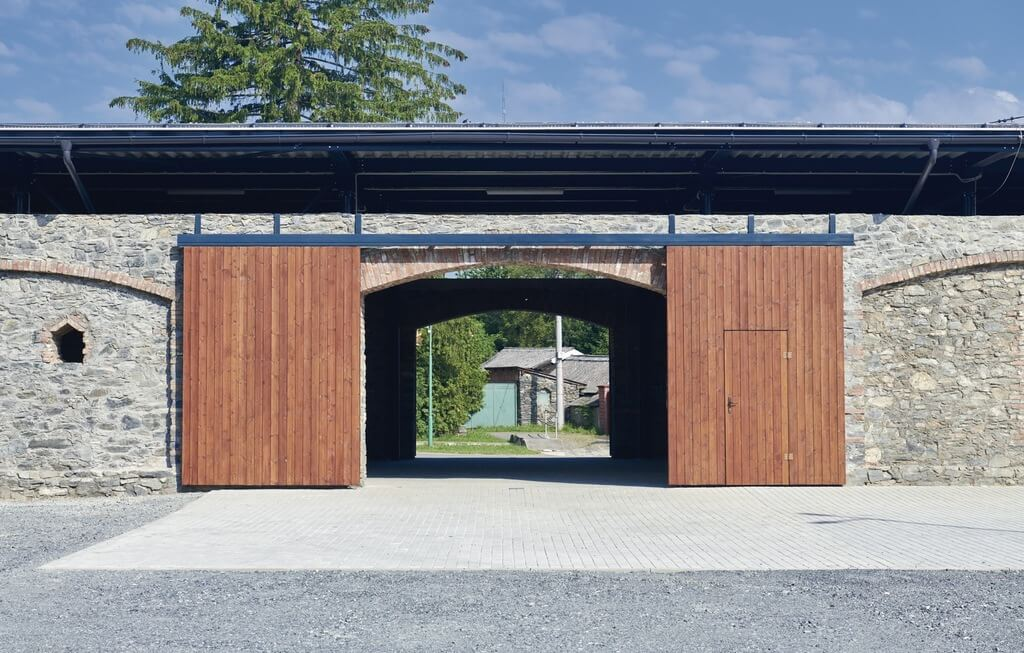 Stodola 21 Renovation by DOMYJINAK Architects